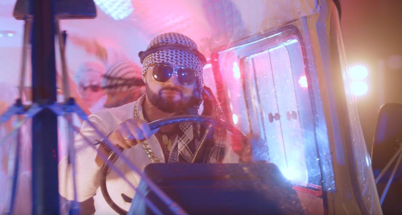 Artysta disco polo puścił wodze wyobraźni! Kontrowersyjny materiał trafił właśnie do sieci!