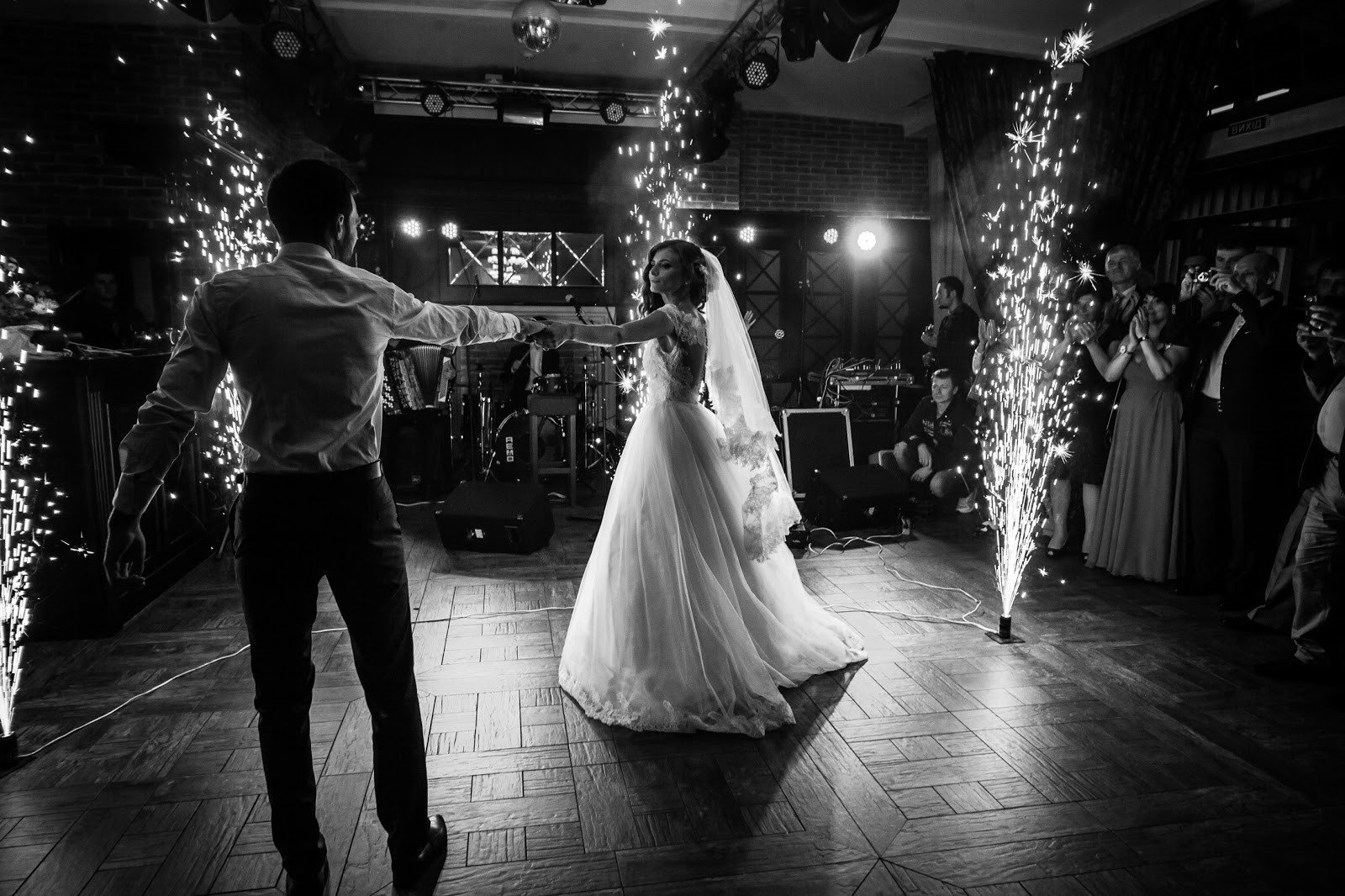 To jest najpiękniejsza piosenka disco polo na pierwszy taniec?!