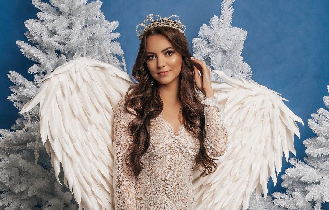Zmysłowy kadr wokalistki disco polo w skrzydłach! Angelika z Top Girls kusi w śmiałej publikacji!