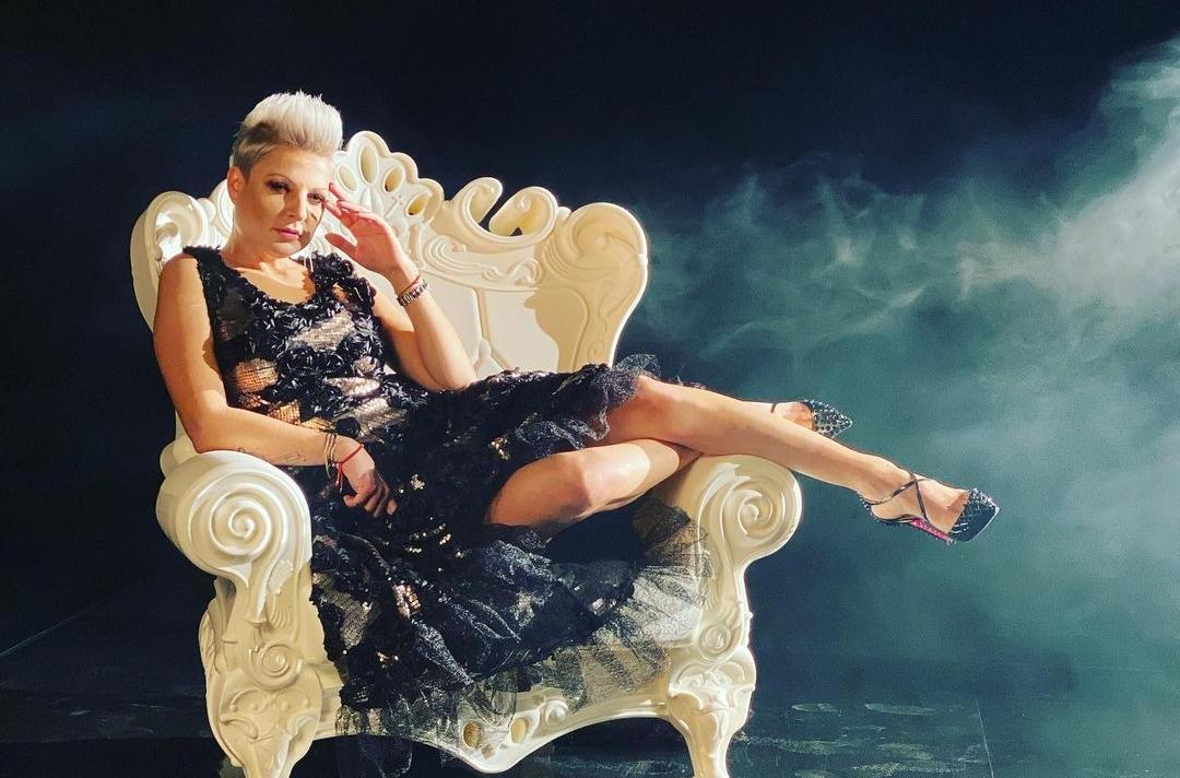 Magda Narożna wdzięczy się na tronie! Wiemy, co przygotowała z zespołem Piękni i Młodzi!