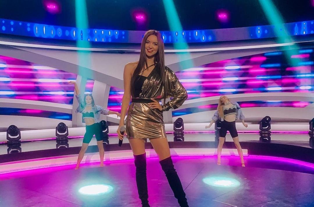 Gwiazda Top Girls nie żałuje fanom ponętnych widoków. Fani zachwyceni wizerunkiem Angeliki Żmijewskiej! >                         </a>                         </div>                         <div class=