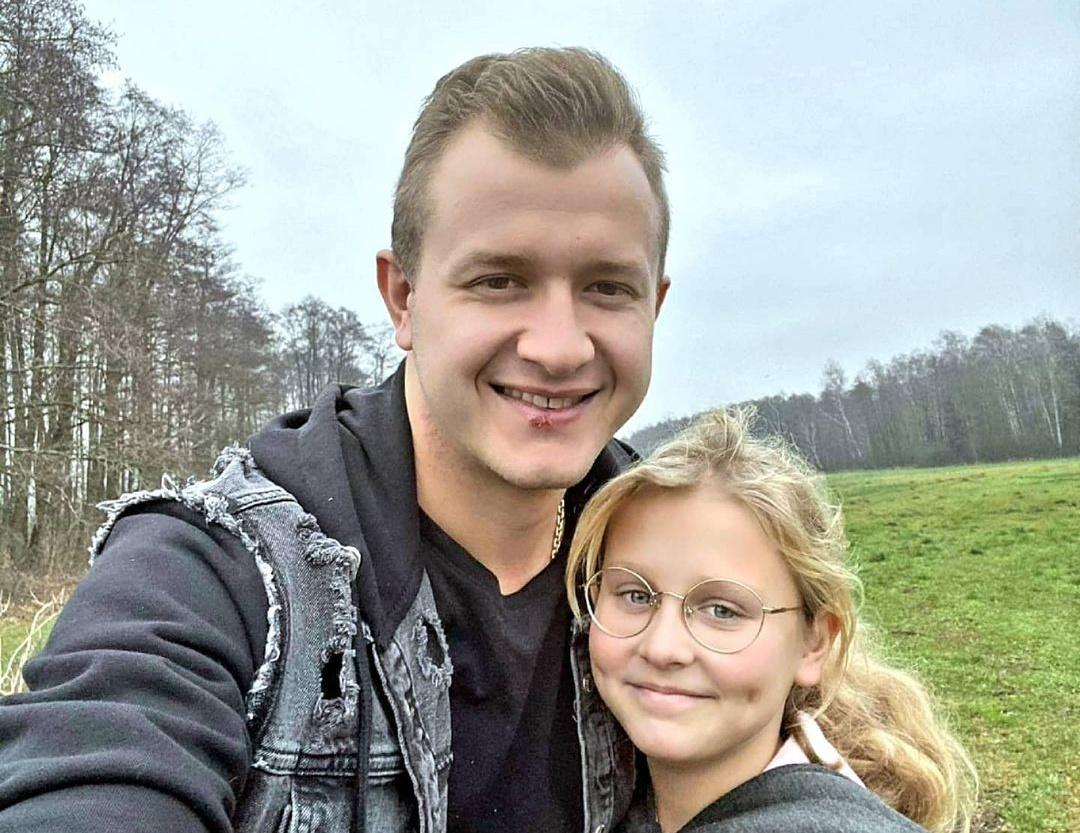 Dawid Narożny zaśpiewał znane przeboje ze swoją córką! Te nagrania przejdą do historii disco polo!>                         </a>                         </div>                         <div class=