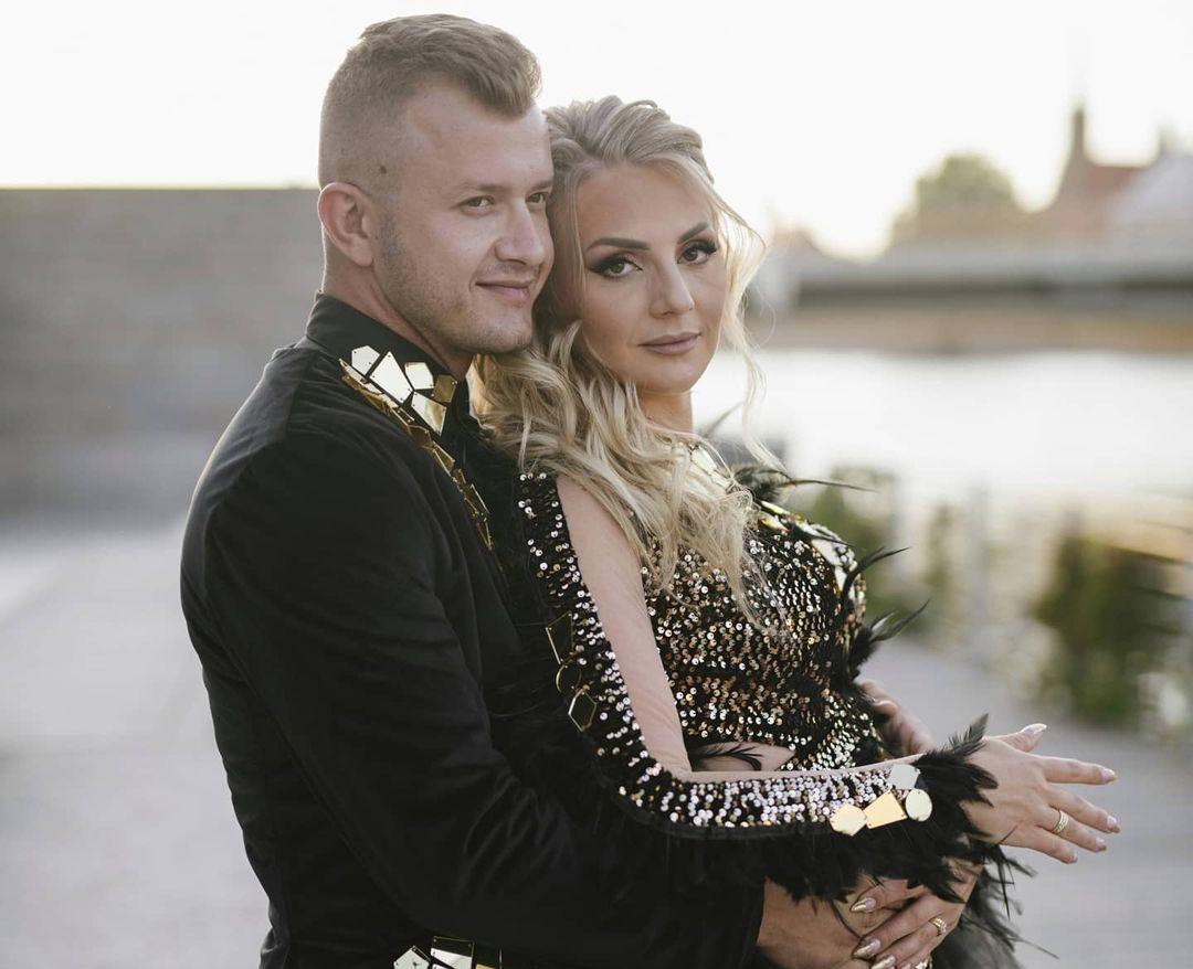 Żona Dawida Narożnego zmieniła nazwisko! Gwiazdor disco polo przyznał, że ciągle dolewa oliwy do ognia!>                         </a>                         </div>                         <div class=