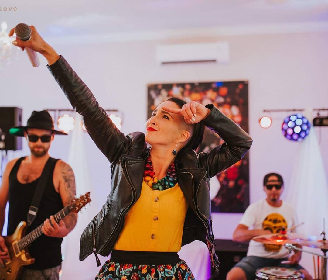 Do sieci wyciekły gorące zdjęcia! Gwiazda disco polo - Emila Sanecka z Daj To Głośniej przyłapana w łóżku!  >                         </a>                         </div>                         <div class=