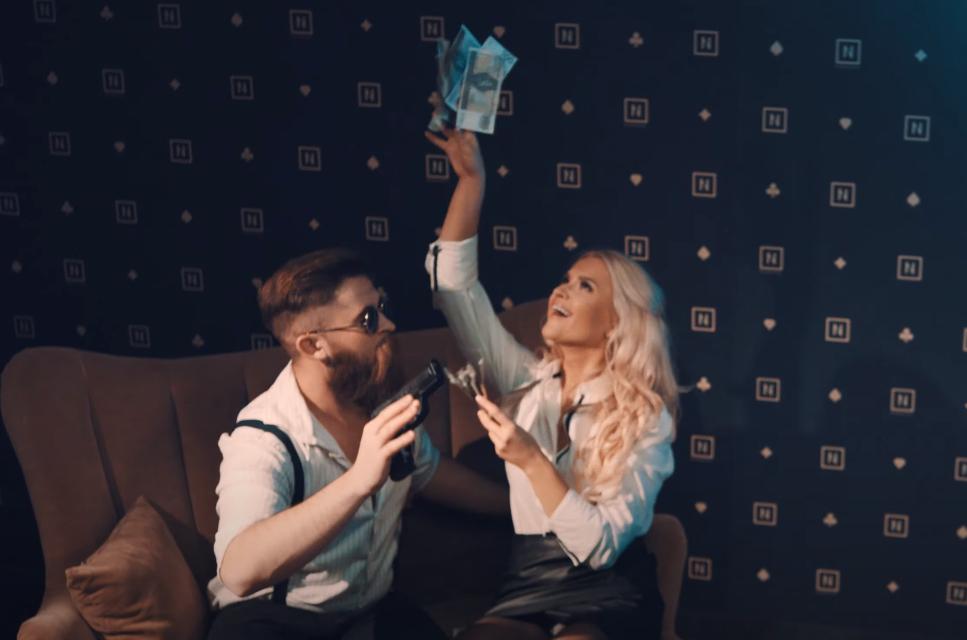 """Nokaut & Vinez zaszaleli. Ich """"Dama serca"""" stanie się hymnem pokerzystów?"""
