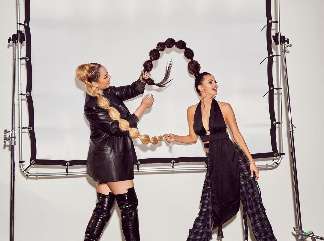 Gorące zdjęcie Topek podbija sieć! Angelika Żmijewska i Paula Karpowicz wyglądają jak prawdziwe modelki! Fani oczarowani! >                         </a>                         </div>                         <div class=