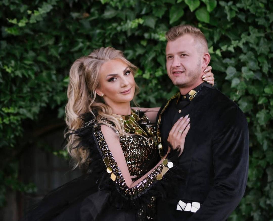 Niezwykłe wideo z wesela Dawida Narożnego! Gwiazdor disco polo zaśpiewał swojej żonie! >                         </a>                         </div>                         <div class=